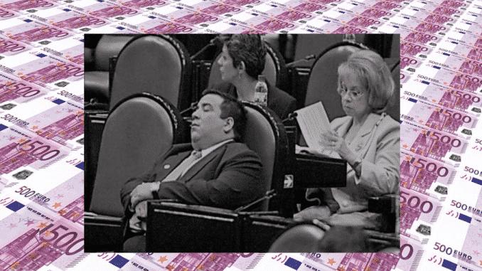 Los políticos son un gasto para todos
