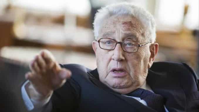 henry Kissinger es uno del los hombres nás potentes del mundo