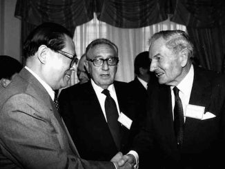 Kissinger y Rockefeller con el presidente chino