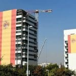 Mga gusali na may mga flag ng Espanya