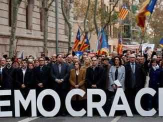 Quienés abogan en España por más democracia, que empiecen por ejercerla con listas abiertas de elección directa.