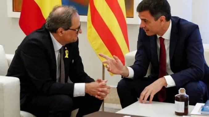 Испания: екі мемлекет басшыларының бірінші кездесуі, бір мемлекет (Санчес), басқа да автономдық (Торре)
