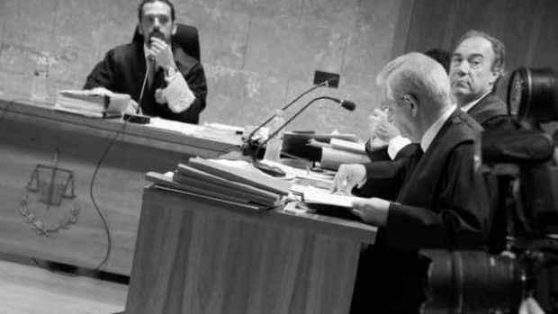 Zakon nije toliko slep za španske sudije, koji vide kako političari pokušavaju da ga korumpiraju